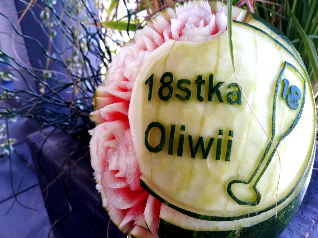 fruit carving, rzeźbiony arbuz, atrakcje na 18stke