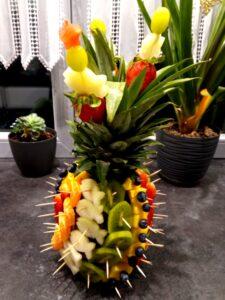 ananas owocowy, dekoracje owocowe na 5 urodziny, owocowe urodzinki