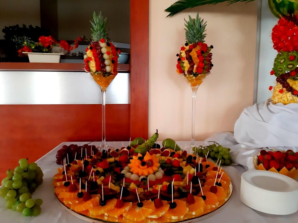 atrakcje na 40stke, dekoracje owocowe, fruit carving koło, food art, owoce na 40stkę, rzeźbiony arbuz