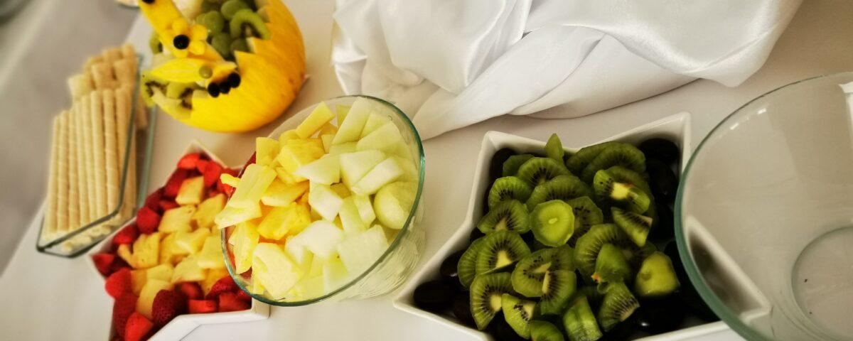 dekoracje owocowe, fontanna czekoladowa, owoce na 18stkę, owoce i czekolada na 18, atrakcje na 18 Turek, koszyk z melona