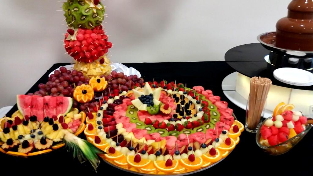 lustro z owocami, dekoracje owocowe, fontanna czekoladowa, palma owocowa, fruit carving,