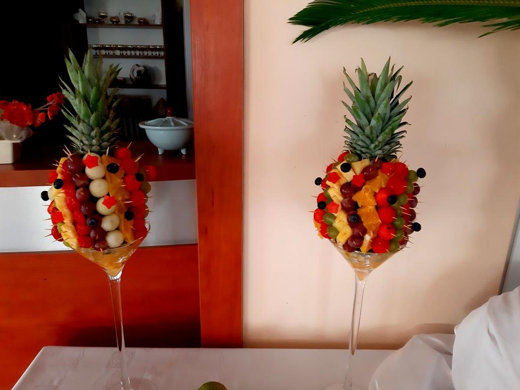 owoce na 40stkę, atrakcje na 40stke, dekoracje owocowe, fruit carving koło, food art, ananas owocowy