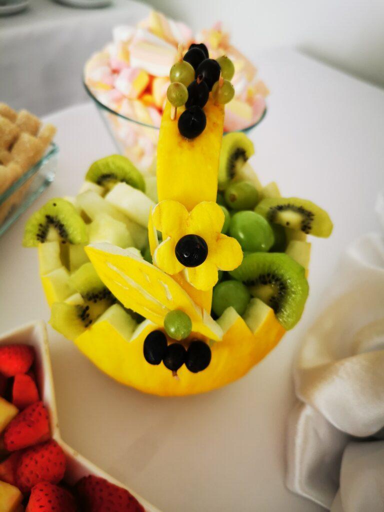 palma owocowa, dekoracje owocowe, fontanna czekoladowa, owoce na 18stkę, owoce i czekolada na 18, atrakcje na 18 Turek, koszyk z melona