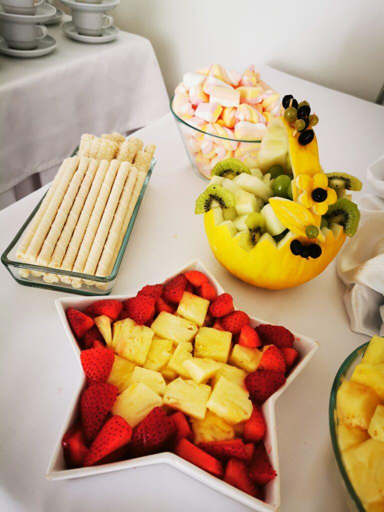 palma z owoców Turek, dekoracje owocowe, fontanna czekoladowa, owoce na 18stkę, owoce i czekolada na 18, atrakcje na 18 Turek, koszyk z melona