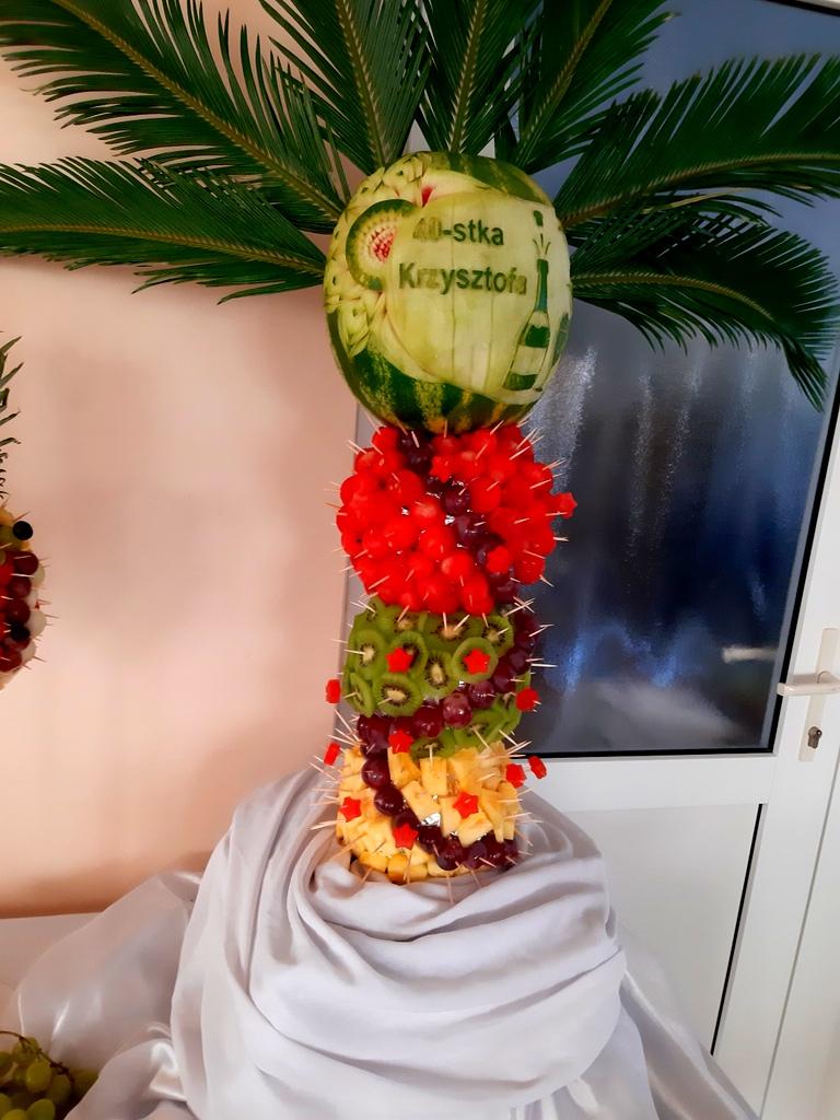 rzeźbiony arbuz na 40stke, owoce na 40stkę, atrakcje na 40stke, dekoracje owocowe, fruit carving koło, food art, ananas owocowy