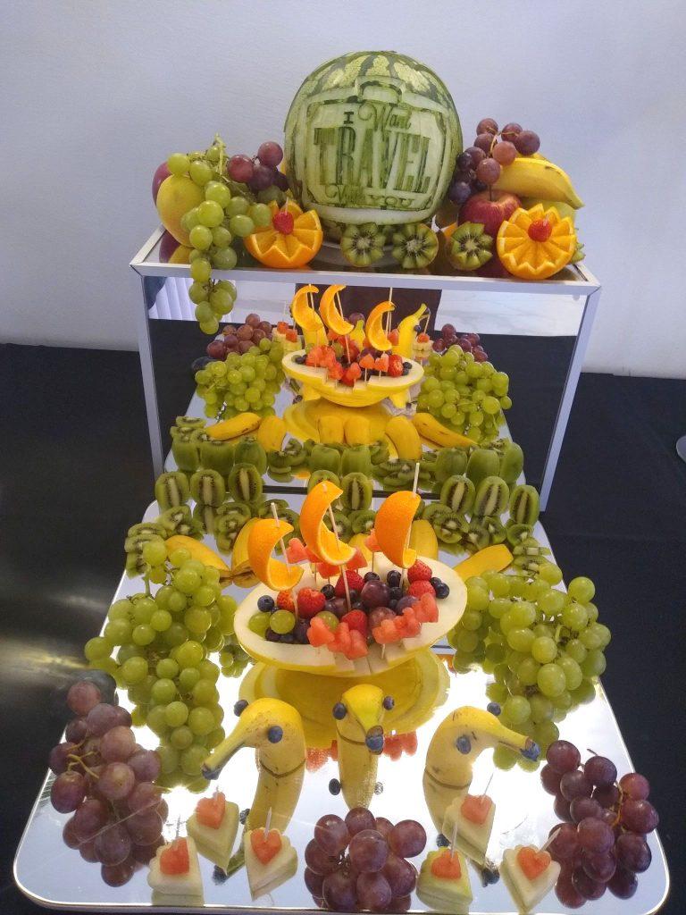 stół owocowy, fruit bar, fruit carving, dekoracje owocowe, palma owocowa, rzeźbione arbuzy, bufet owocowy, owocowy bar Łódź, Turek, Poznań, Włocławek, Płock