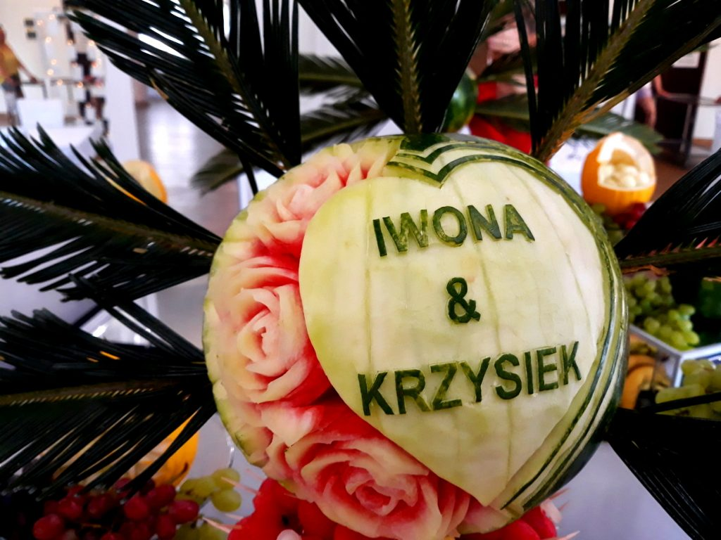 stół owocowy, palma z owoców, dekoracje owocowe, rzeźbione arbuzy, atrakcje na wesele, fontanna alkoholowa, candy-bar, Turek, Łódź, Koło, Poznań
