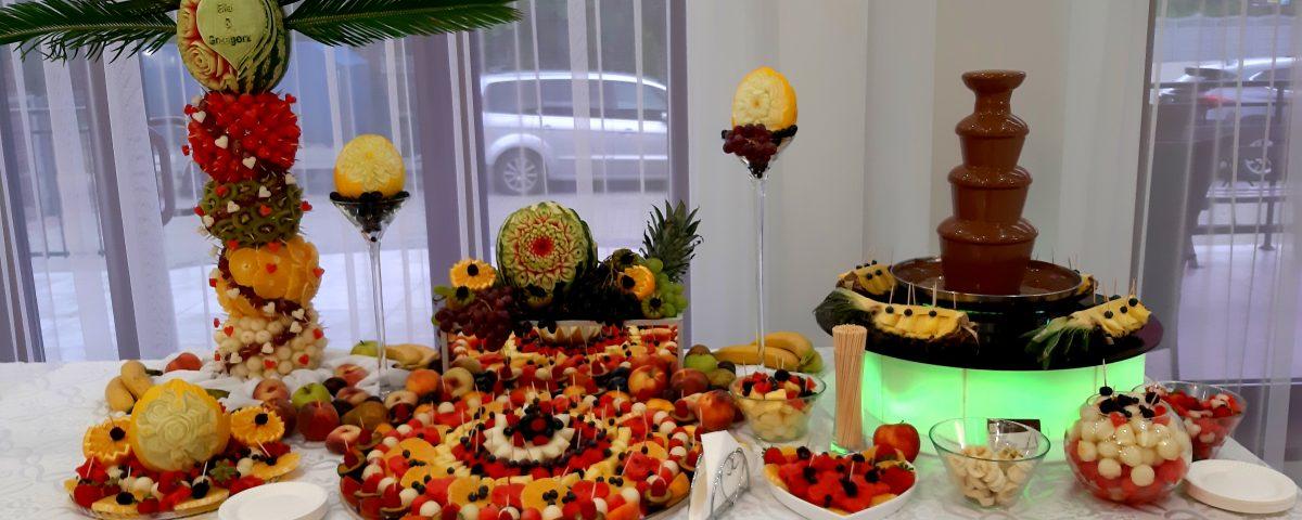 fontanna czekoladowa, stół owocowy, dekoracje owocowe, fruit carving, palma owocowa Łódź, Włocławek, Poznań, Turek