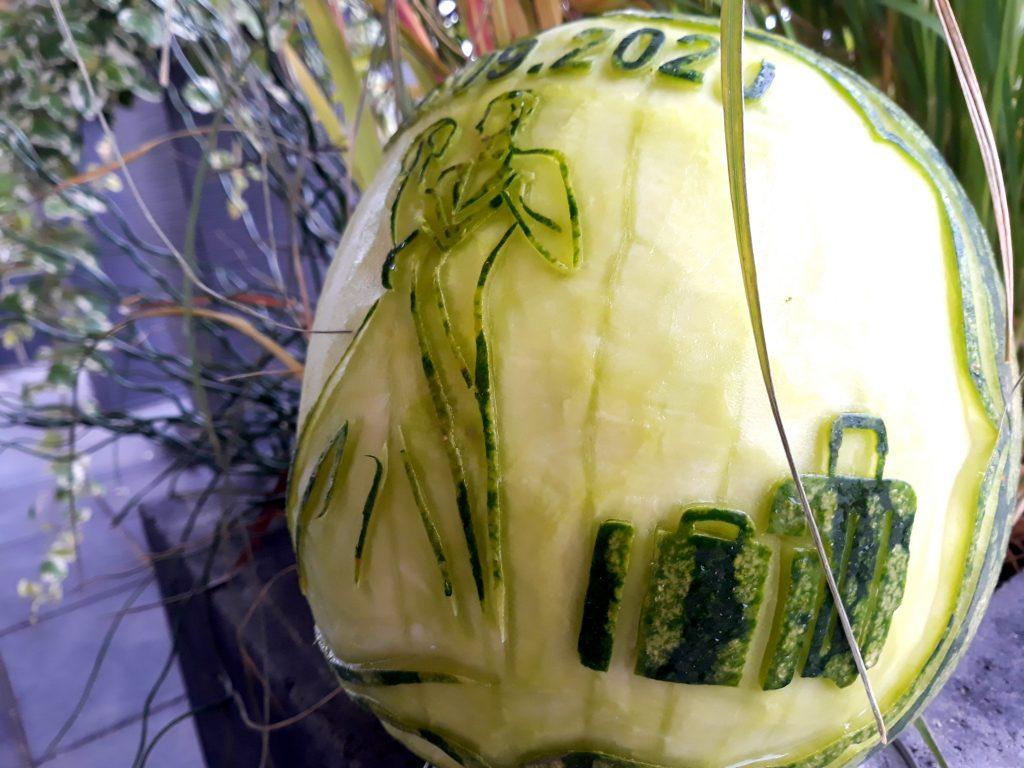 rzeźbiony arbuz, dekoracje podróżnicze, fruit carving,