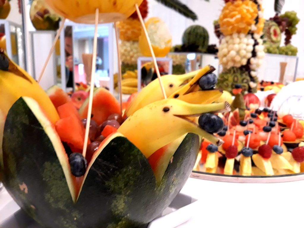 stół owocowy, fruit carving, dekoracje owocowe, fontanna czekoladowa Kleczew, Konin, Turek, Poznań, Łódź, Alfa Mierzęcice
