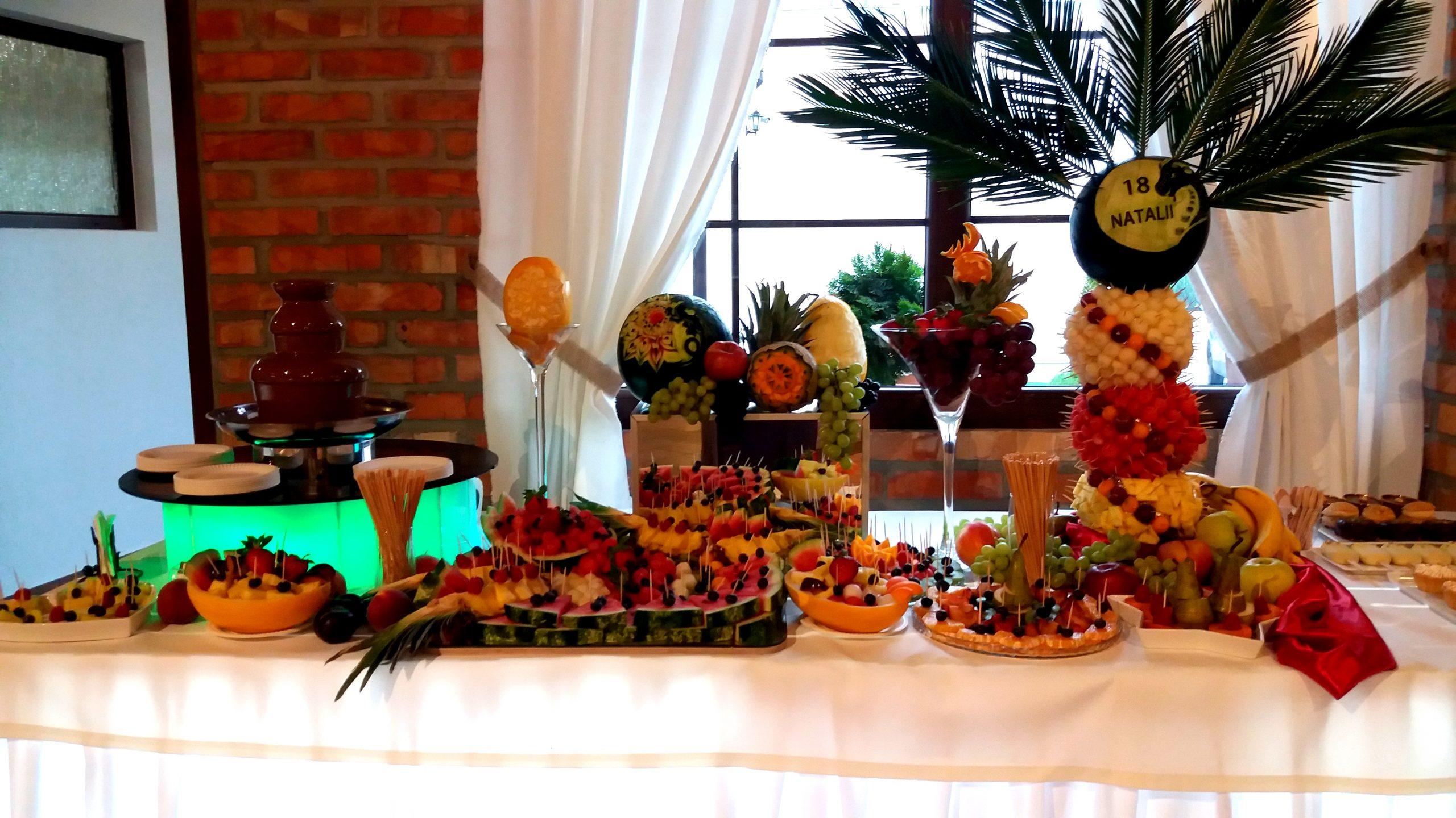 stół owocowy, fruit carving, dekoracje owocowe, fruit bar, palma owocowa, fontanna czekoladowa na 18stkę, atrakcje na 18stkę Turek, Konin, Koło, Włocławek, Łódź