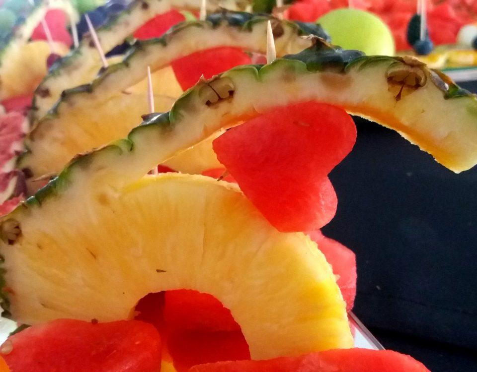fruit carving, fruit bar, bar owocowy, rzeźbione arbuzy, palma owocowa, Turek, Konin, Kalisz, Łódź, Koło, Słupca, Poznań, stół owocowy,