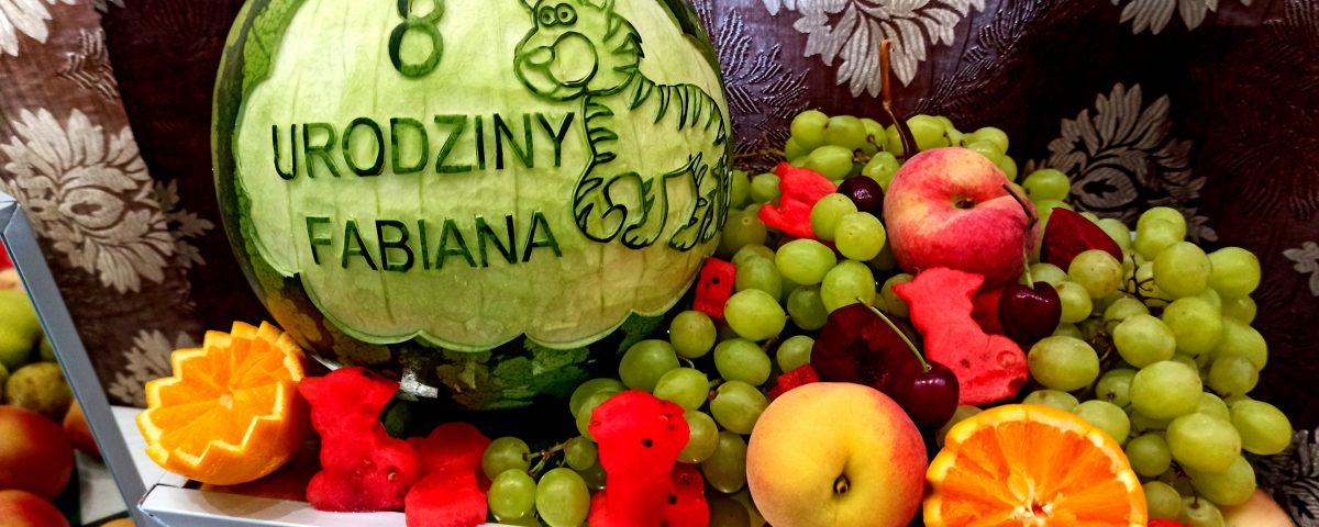 fontanna czekoladowa, stół owocowy, palma z owoców, fruit carving, dekoracje owocowe, safari, fontanna z białą czekoladą, atrakcje na roczek