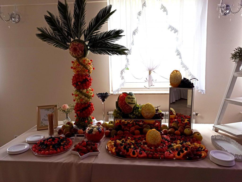 stół owocowy, fruit carving, fruit bar, bar owocowy, atrakcje weselne, owoce na wesele Turek, Konin, Kalisz, Łódź, Płock, Słupca, Poznań