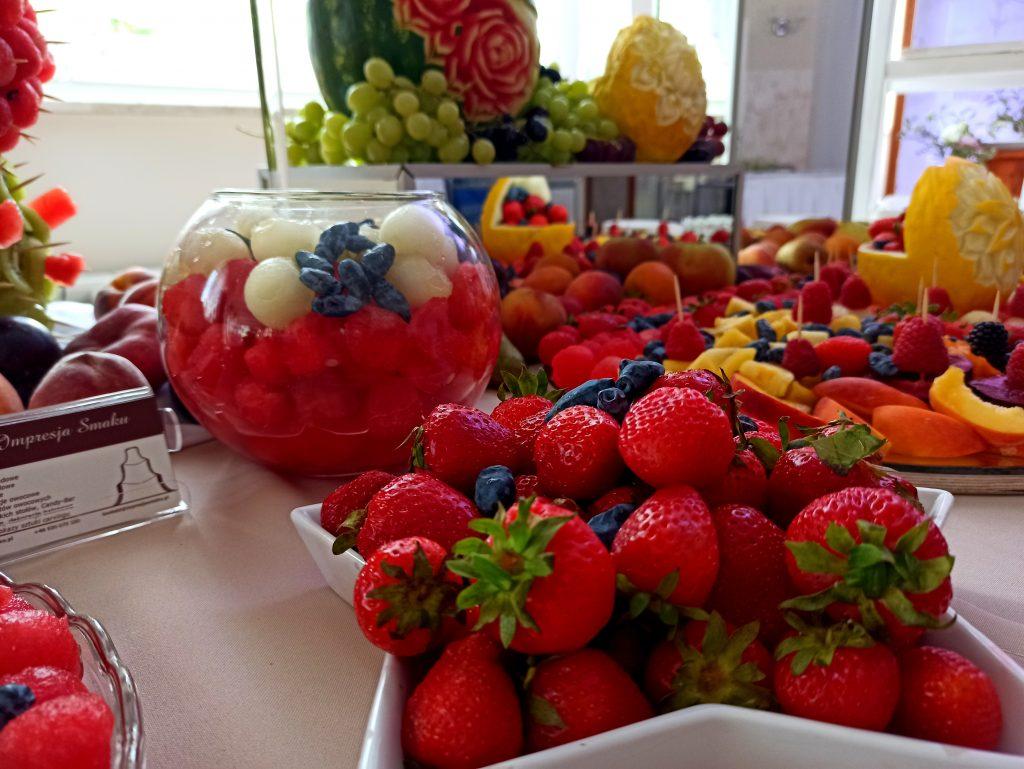 fruit carving, owocowy bar, stół owocowy, palma z owoców, dekoracje owocowe, rzeźbione arbuzy, atrakcje na wesele, fruitbar, Turek, Łódź, Koło, Poznań