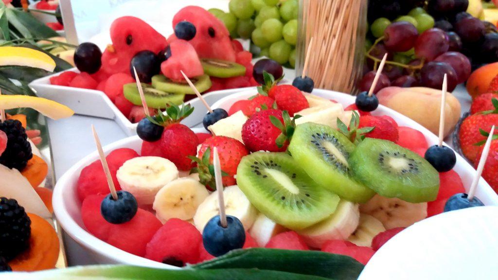 fruit bar, fruit carving, bar owocowy, rzeźbione arbuzy, owoce na imprezę Turek, Konin, Kalisz, Łódź, Płock, Słupca, Poznań, stół owocowy,