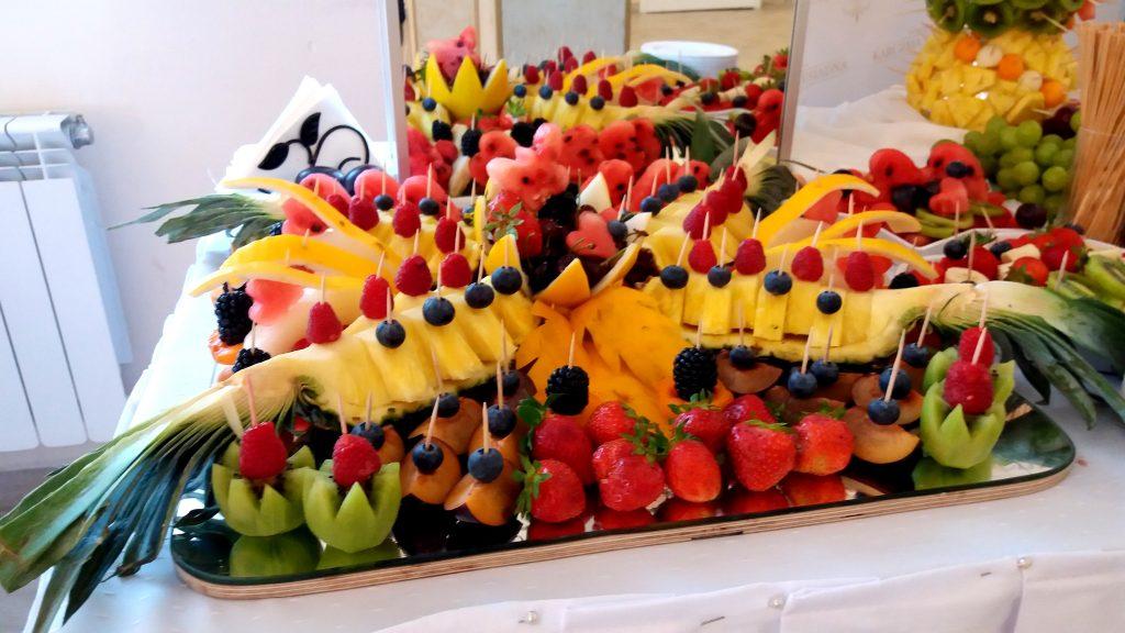 fruit carving, fruit bar, bar owocowy, atrakcje weselne, owoce na wesele Turek, Konin, Kalisz, Łódź, Płock, Słupca, Poznań, stół owocowy,
