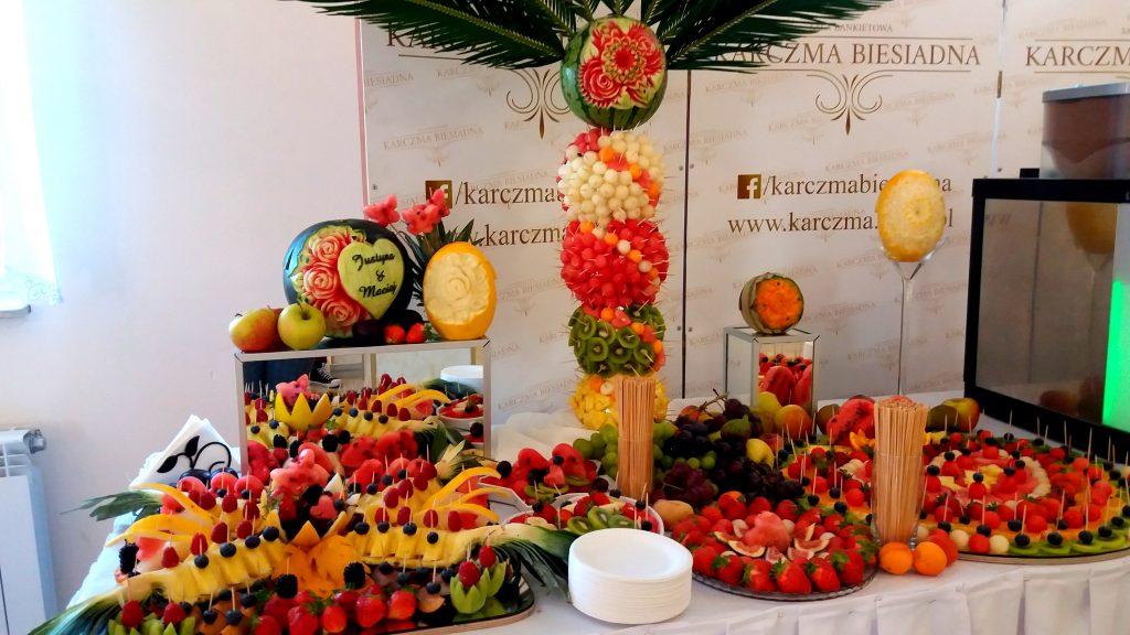 fruit carving, fruit bar, bar owocowy, rzeźbione arbuzy, palma owocowa, Turek, Konin, Kalisz, Łódź, Płock, Słupca, Poznań, stół owocowy,