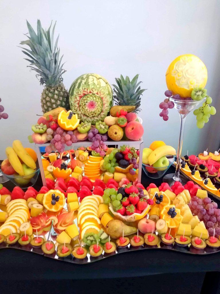 stół owocowy, palma z owoców, dekoracje owocowe, rzeźbione arbuzy, atrakcje na wesele, Turek, Łódź, Włocławek, Poznań