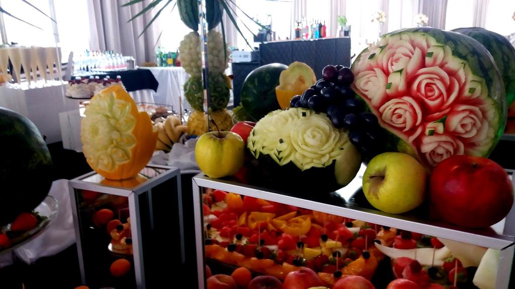 fruit carving, dekoracje owocowe Biały Dwór Biała Panieńska