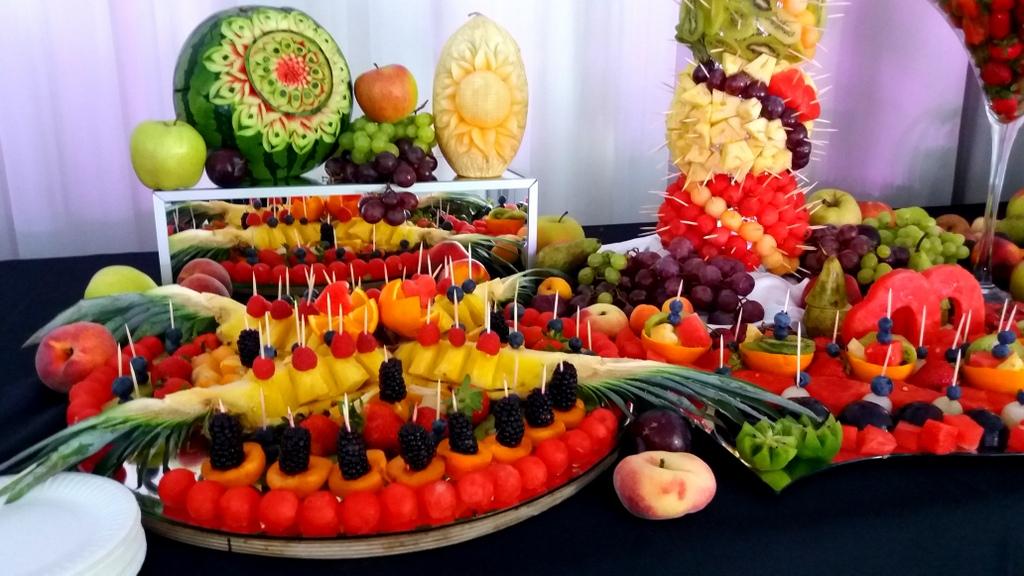fruit carving, owocowy bar, stół owocowy, dekoracje owocowe, fruits bar