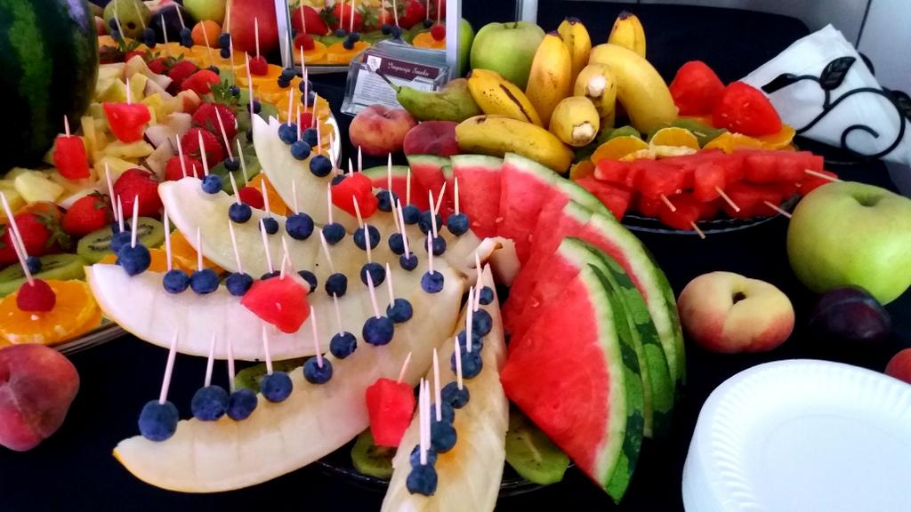 fruits bar, fruit carving, owocowy bar, stół owocowy, dekoracje owocowe,