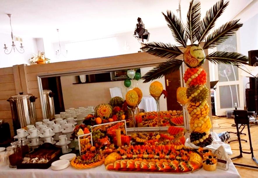 fruit carving Dębowa Russocice, owoce na wesele, stół owocowy na wesele, bufet owocowy na wesele, palma owocowa Russocice