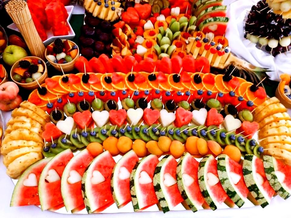 lustro z owocami Dębowa Russocice, owoce na wesele, stół owocowy na wesele, bufet owocowy na wesele, palma owocowa Russocice