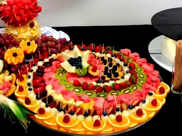 lustro z owocami, dekoracje owocowe, fontanna czekoladowa, palma owocowa, fruit carving,-006