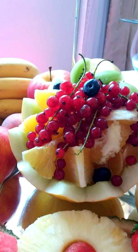 owoce na imprezę, owocowy bar, stół owocowy, fruit carving, palma owocowa, dekoracje owocowe, owoce na wesele, Turek, Konin, Klisz, Łódź