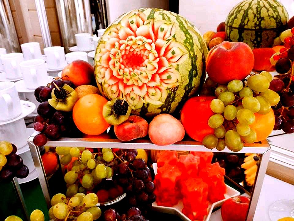 owoce na wesele, stół owocowy na wesele, bufet owocowy na wesele, fuit carving Dębowa Russocice, palma owocowa Russocice