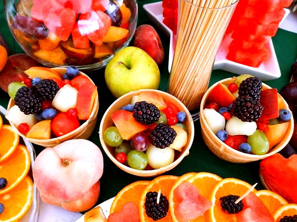 owoce w waflu na wesele, palma owocowa Russocice, bufet owocowy na wesele, fuit carving Dębowa Russocice, stół owocowy na wesele,