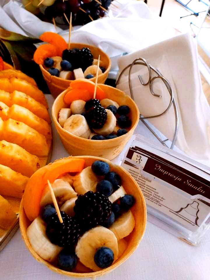 owoce w waflu na wesele, stół owocowy na wesele, palma owocowa Russocice, bufet owocowy na wesele, fuit carving Dębowa Russocice,