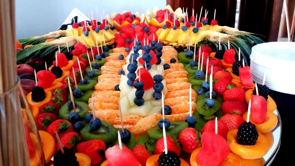 stół owocowy Turek, fruit carving, dekoracje owocowe, fruits bar, palma owocowa Łódź, Koło, Poznań, Września, Słupca-001