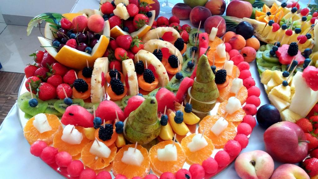 stół owocowy, dekoracje owocowe, fruit carving, bufet owocowy, owocowy bar, fruits bar Turek, Łódź-001