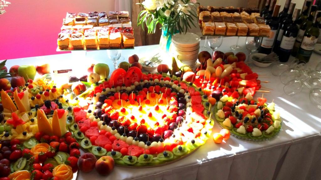 stół owocowy, dekoracje owocowe, fruit carving, bufet owocowy, owocowy bar, fruits bar Turek, Łódź, Poznań, Konin, Koło-001