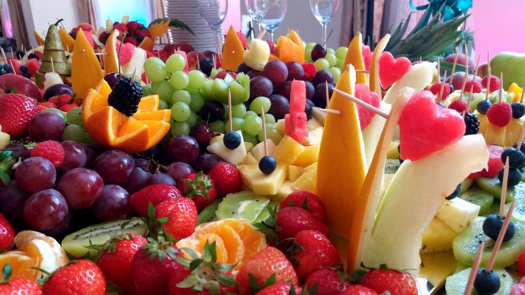 stół owocowy, dekoracje owocowe, fruit carving, bufet owocowy, owocowy bar, fruits bar Turek, Łódź, Poznań, Konin, Słupca-001