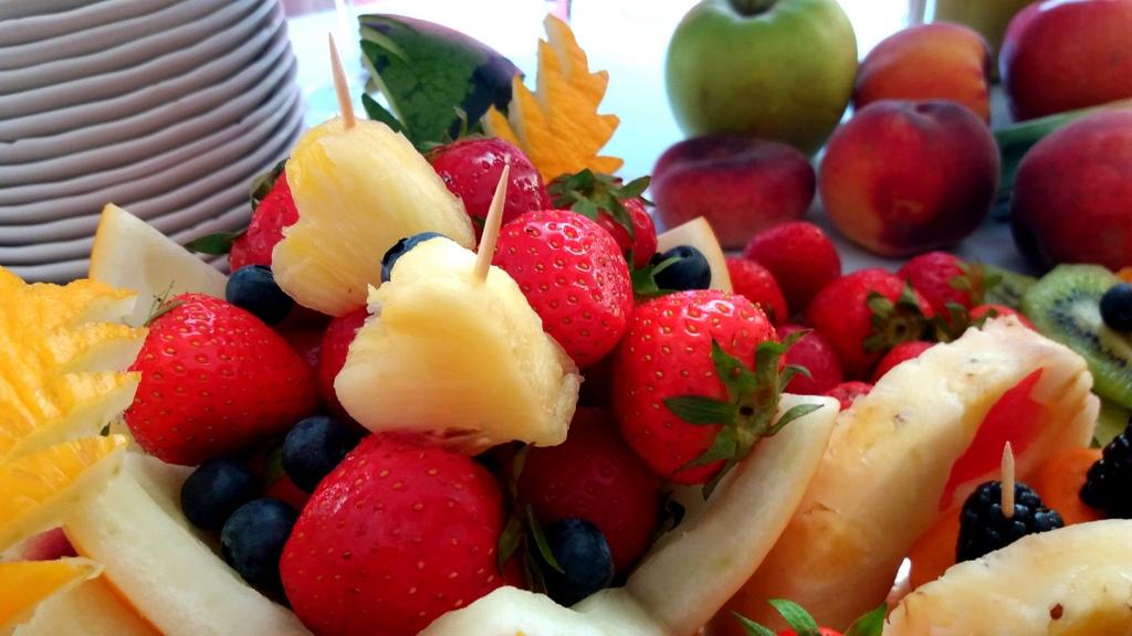stół owocowy, dekoracje owocowe, fruit carving, bufet owocowy, owocowy bar, fruits bar Turek, Łódź, Poznań, Konin, Września-001