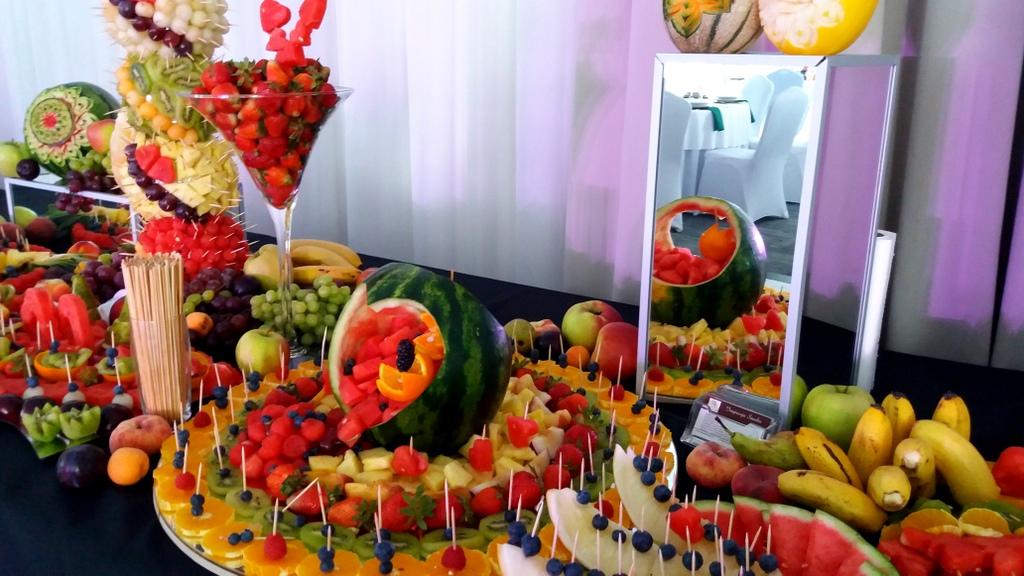 stół owocowy, fruits bar, fruit carving, owocowy bar, dekoracje owocowe,