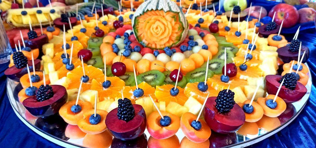 stół owocowy na 18stkę, fruit carving na 18stkę, bufet owocowy na 18stkę, fontanna czekoladowa na 18stkę, fontanna czekolado