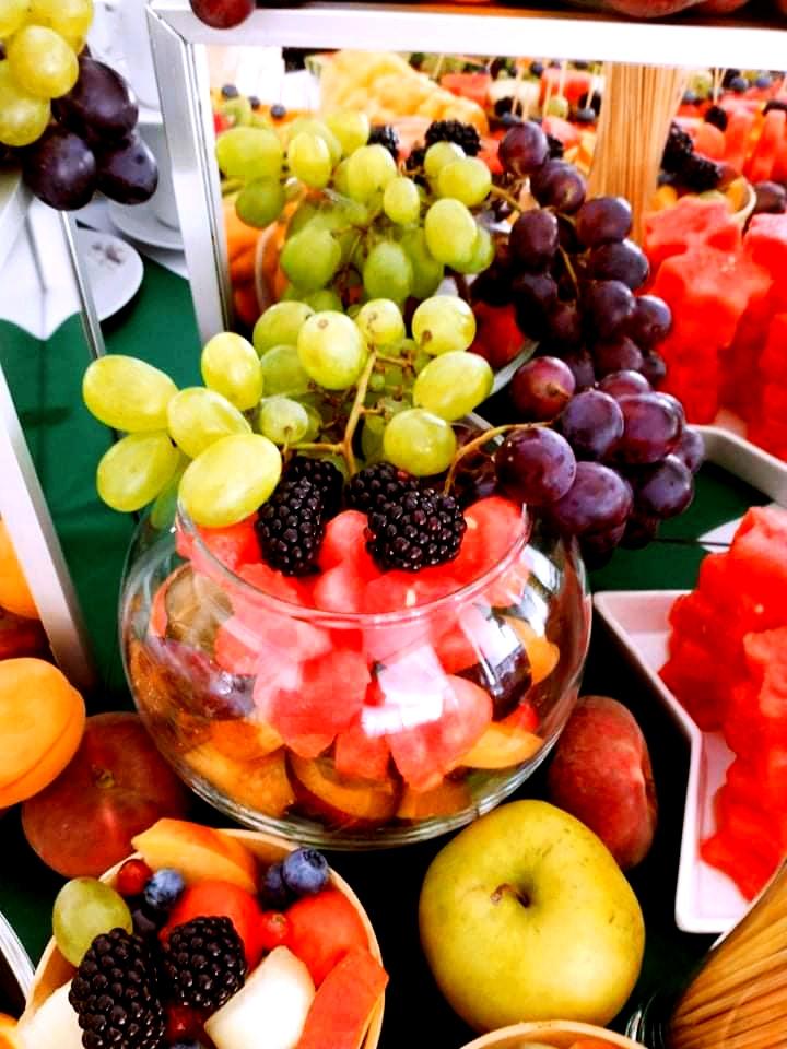 stół owocowy na wesele, owoce w waflu na wesele, palma owocowa Russocice, bufet owocowy na wesele, fuit carving Dębowa Russocice,