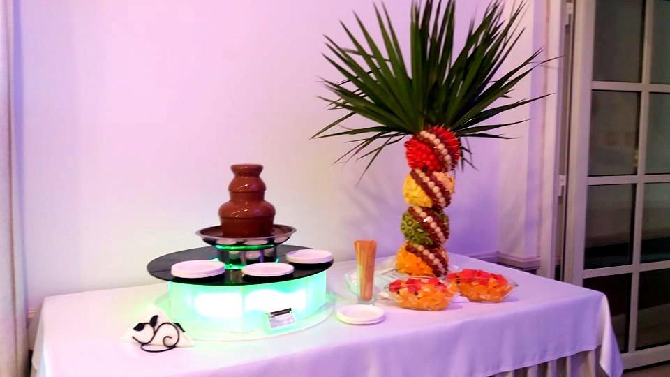 fontanna czekoladowa, palma owocowa na osiemnastkę Konin, atrakcje na 18stkę Konin