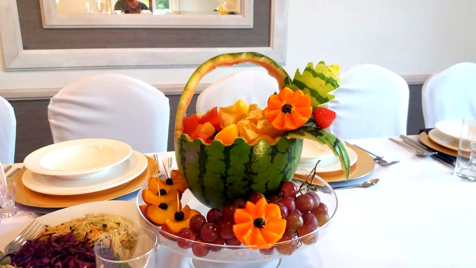 kosz owocowy konin, kosz z arbuza na osiemnastkę, dekoracje owocowe Konin