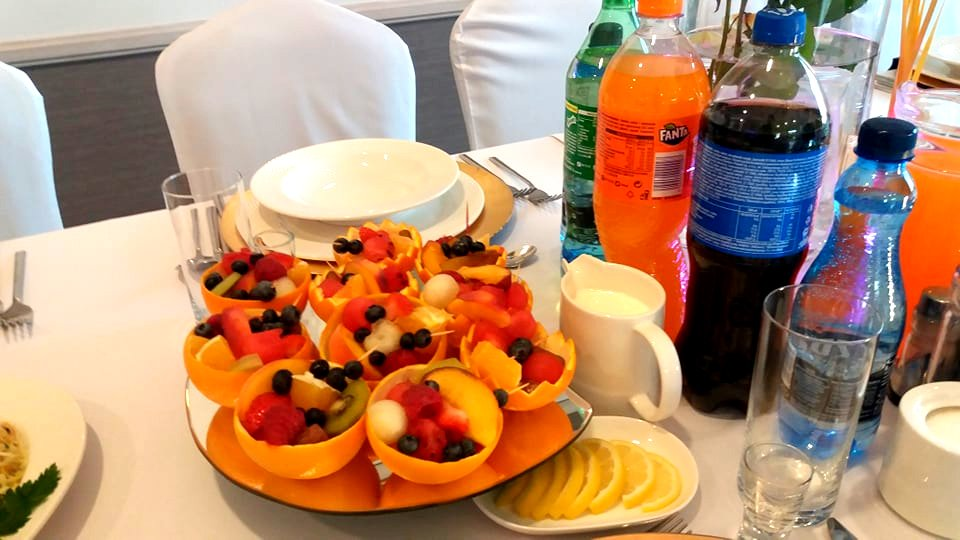 salaterki owocowe, owoce na 18stkę Konin